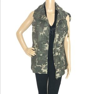 Camouflage Army Green Cargo Vest with Hoodie